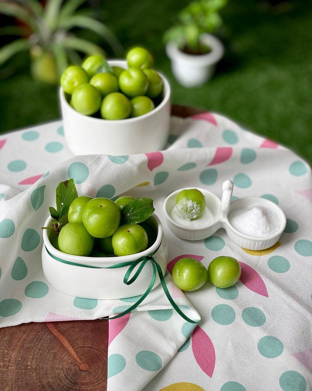 گوجه سبز در نمک