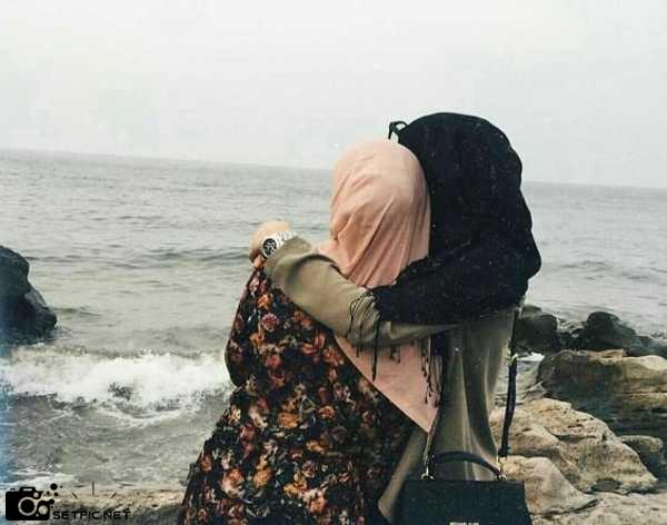 عکس دوستی دخترانه با حجاب